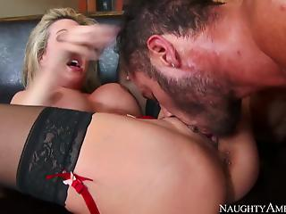 Muscled gentleman gives a good treat for a cock-loving housewife
