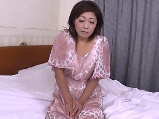 Japanese housewife received a juicy load of thick liquid