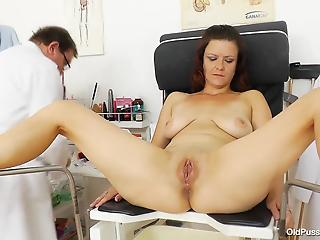 Mom with big natural boobs and really perverted doctor