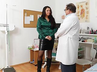 Perverted teacher grabs a vacuum sex toy for a hot busty mom