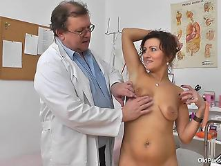 Fat old doctor is watching hos sexy busty mom is peeing