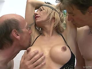 Tattooed MILF in black fishnet can handle multiple sausages