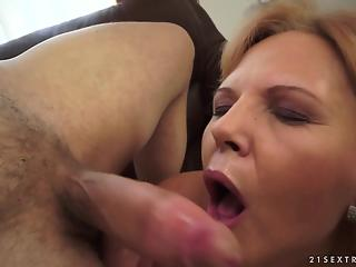 Sweet mature bitch received a thick load of cum after hard sex