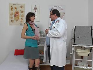 Dirty-minded doc undresses a sexy-shaped MILF in the ward