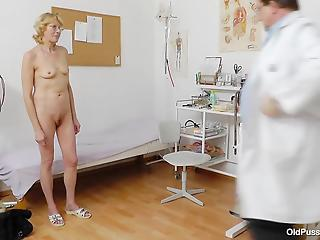 Sexy mature and dirty-minded doctor in the gynecologist ward
