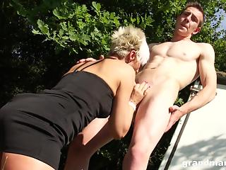 Bleached housewife gives a good outdoor blowjob for a young stud