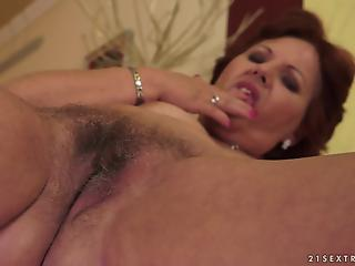 Beautiful amateur mature received a messy vaginal creampie after hard sex
