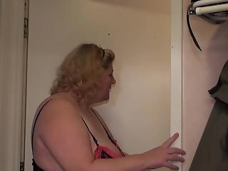 Masked mature and her girlfriends eat wet pussies in bed