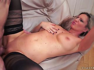 Long-legged MILF reaches orgasm together with young guy