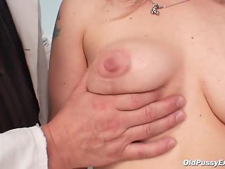 Skillful doctor verifies mature's cunny with different methods
