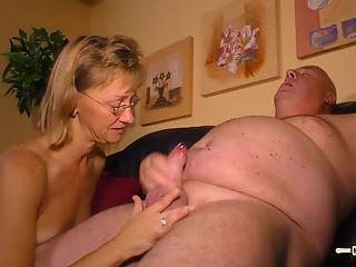 Housewife invited fat neighbor for quickie in living room