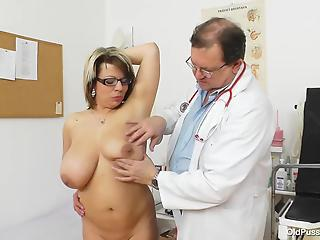 Nasty doctor is playing with a pussy of a big-boobed amateur mom