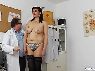 Amateur cougar demonstrates her hairy pussy for a dirty doc
