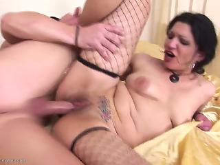 Nerdy MILF in black fishnet gets nicely banged by chimney sweeper