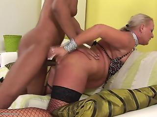 Big black sausage hardly fucks a juicy hole of a lusty mom