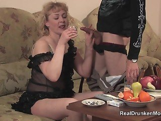 Young man gives a hardcore treat for a dick-sucking mature blondie