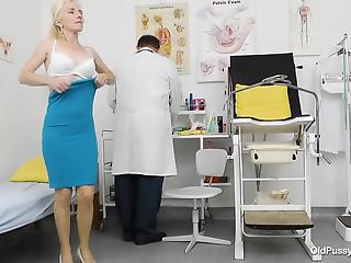 Doc with dirty minds explores and shows a wide-opened mature pussy