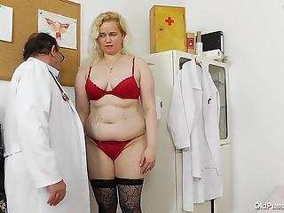 Lustful old gynecologist explores a tight hairy crack of a hou...