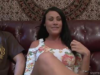 Raven-haired MILF hottie gets nicely railed by two huge boners