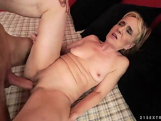 Skinny student nicely pounds a cheating mature blonde in the bed