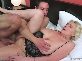 Young stud nailed a big-boobed mature BBW in the missionary pose