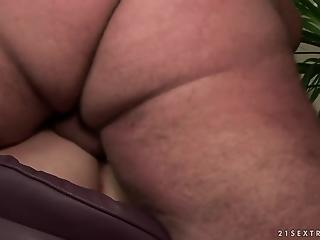 Fat mature brunette gulps fresh proteins after hardcore sex