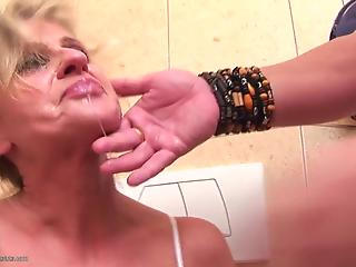Seduced mom is being created for hardcore face-fucking in the toilet