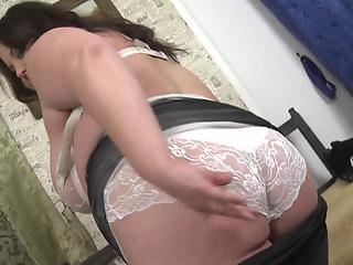 Beautiful BBW cougar takes clothes off to toy her shaved peach