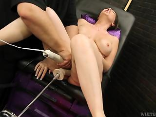Chesty mature spreads legs for sex machine to drill her pussy