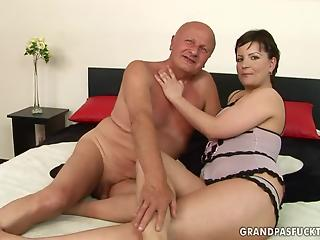 Short-haired mature fucking her old-ass uncle