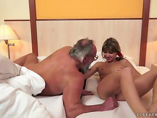 Leggy Russian MILF winds up with a thick facial